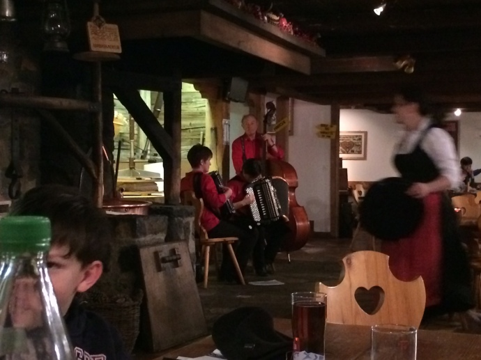 Traditional music in Le Chalet